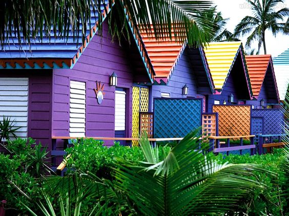casas-coloridas-com-cores-vibrantes
