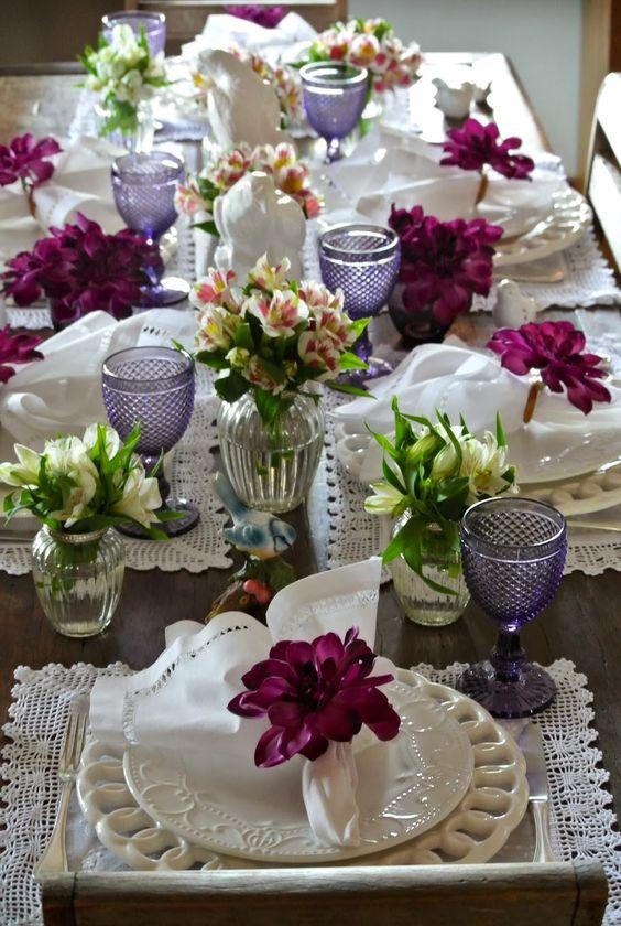 Decoração de mesas de jantar entre amigos