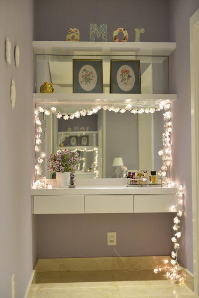 Penteadeiras com luzes no espelho