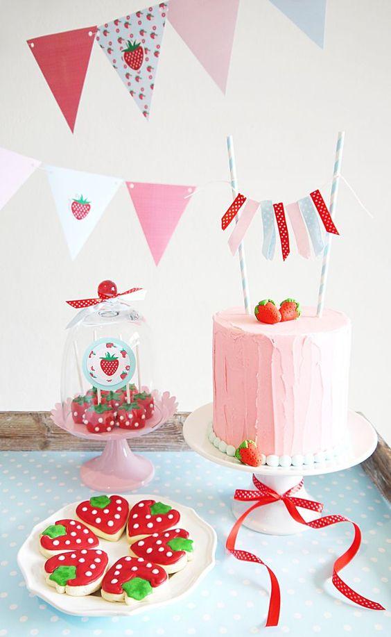 aniversário simples decorado com moranguinho