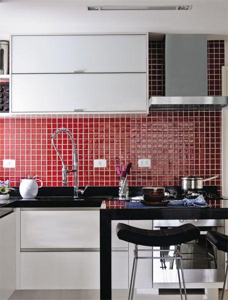 cozinha vermelha pequena e simples