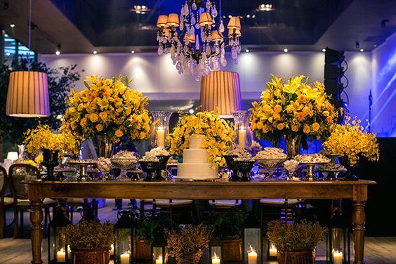 Decoração amarela para Mesas de Bolo de Casamento