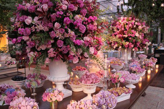 Mesas de Bolo de Casamento cheia de flores