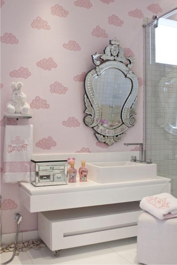 Espelhos venezianos no banheiro