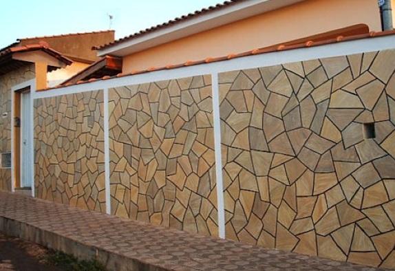 muros residenciais com pedras rústicas
